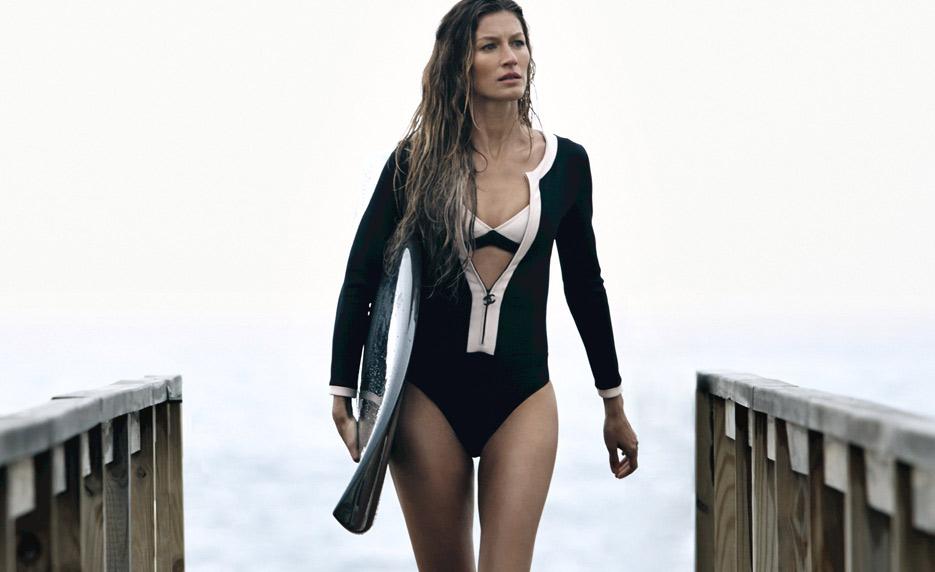 Gisele-Bündchen-swimsuit-surfboard