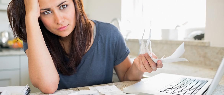 woman-finances-money