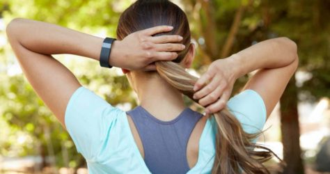 Fitbit-girl-doing-hair