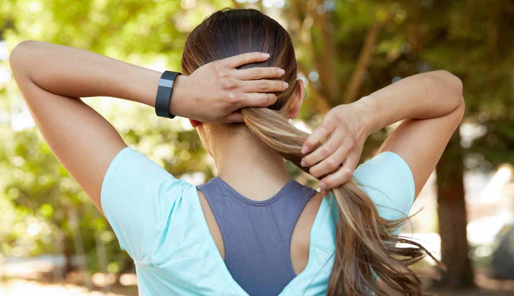 Fitbit-girl-doing-hair