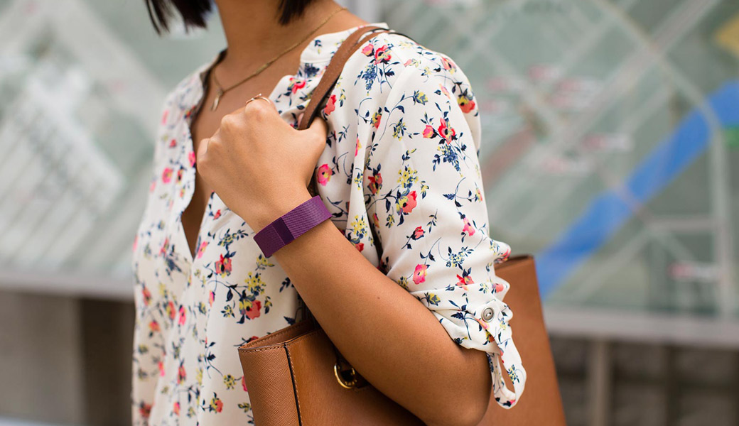 Fitbit-girl-going-shopping