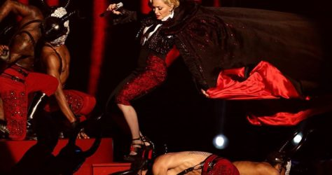 Madonna-falls-over-at-the-BRITS