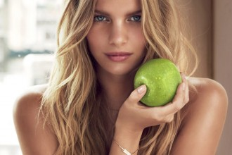 Marloes Horst Be-delicious-photoshoot-apple