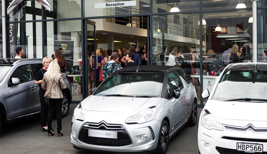 Citroen-Hailwood-Fashion-mingle-cars-outside