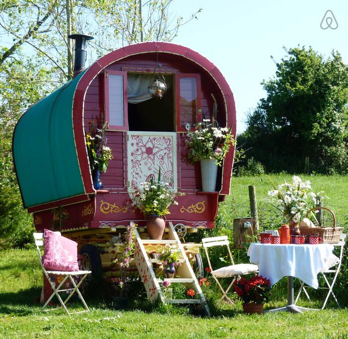 Bow Top Elle Gypsy Wagon Cornwall (2)
