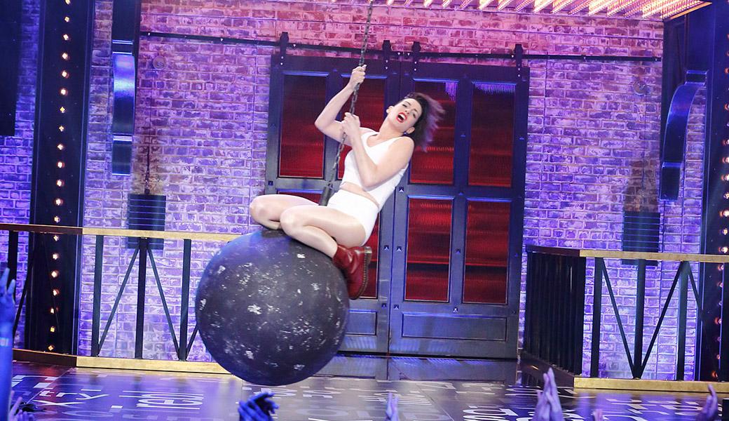 Wrecking-Ball-Anne-Hathaway