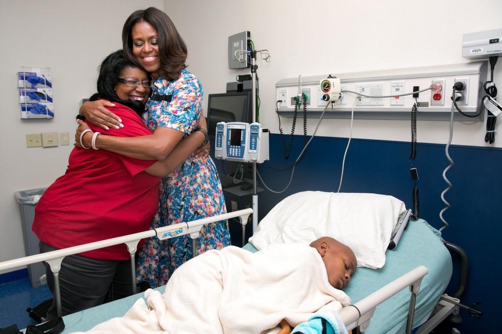 Michelle obama hug hospital