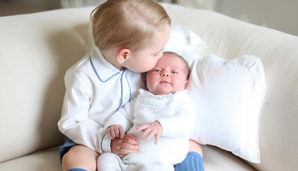 55736d85320a56cf4240a6d5_ss02-prince-george-princess-charlotte-portrait