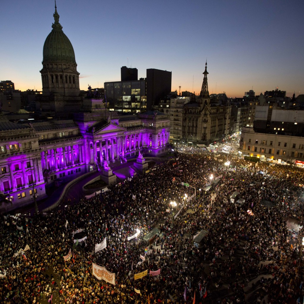 not-one-woman-less-massive-demonstration-highlights-killings-of-women-in-argentina-1433375863