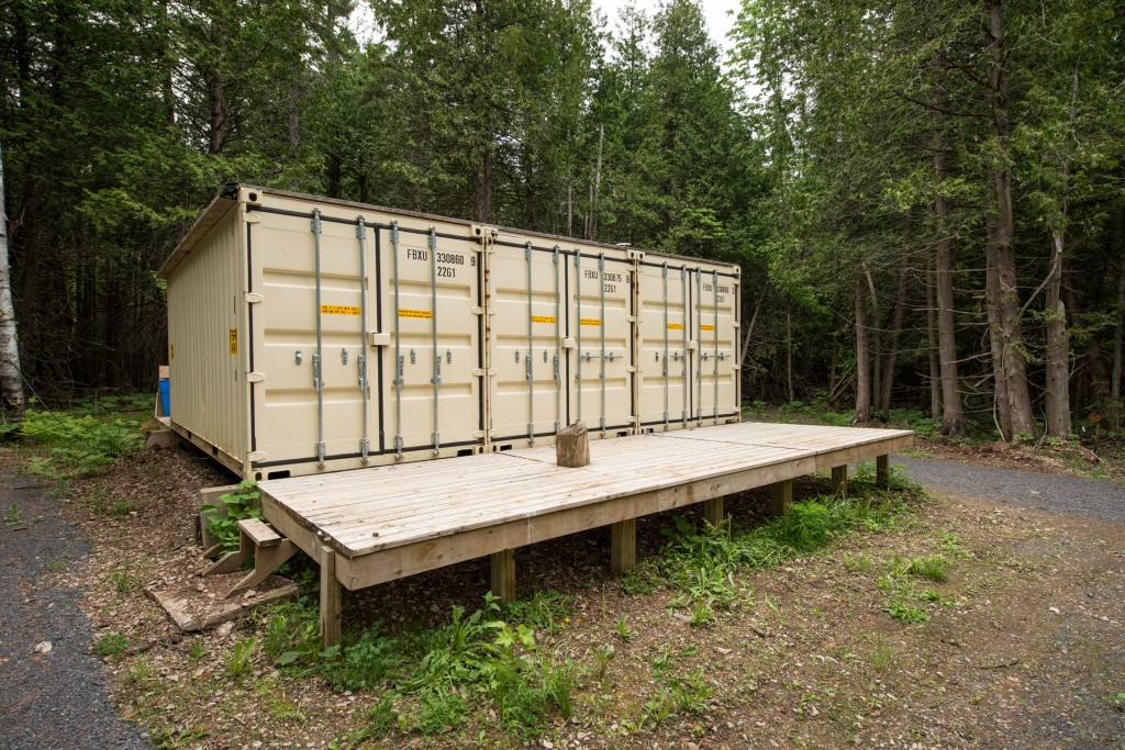 Container home self sufficient (3)