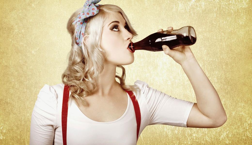 Vintage-rockabilly-chick-drinking-coke