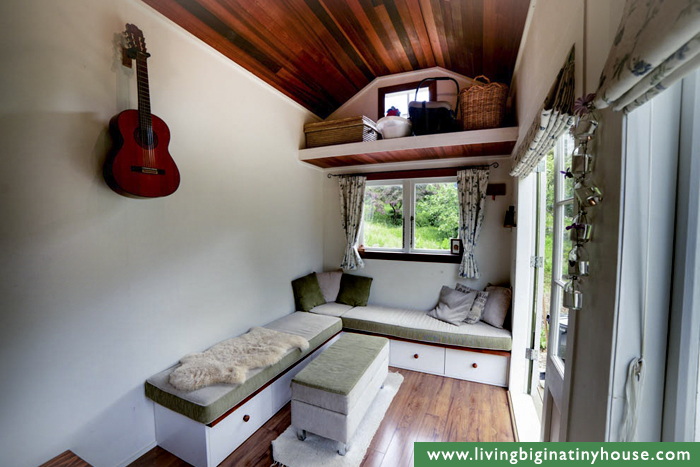 cottage-style-tiny-house-living-room-1