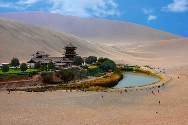 crescent-lake-gobi-desert-02