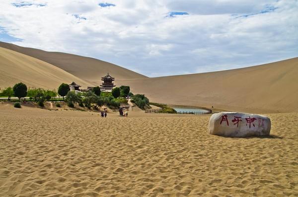 crescent_lake_gobi_desert_china_4