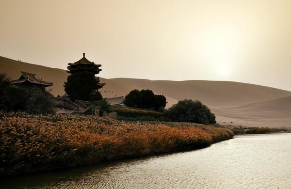 dunhuang_crescent_lake_gobi_desert_china_2