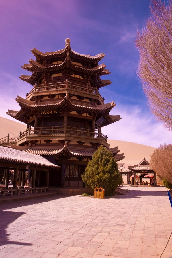 pagoda_crescent_lake_china