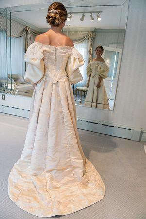 11th generation wedding dress 120 years old (1)