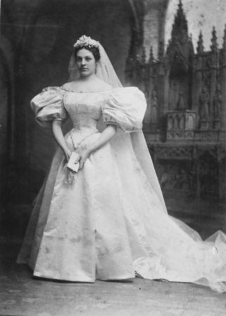 11th generation wedding dress 120 years old (11)