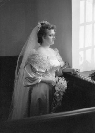 11th generation wedding dress 120 years old (12)
