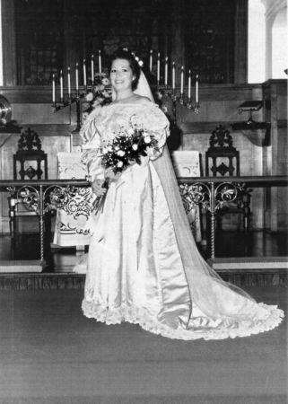 11th generation wedding dress 120 years old (13)