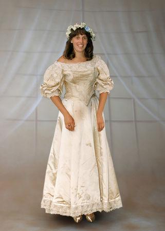 11th generation wedding dress 120 years old (15)