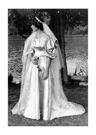 11th generation wedding dress 120 years old (16)