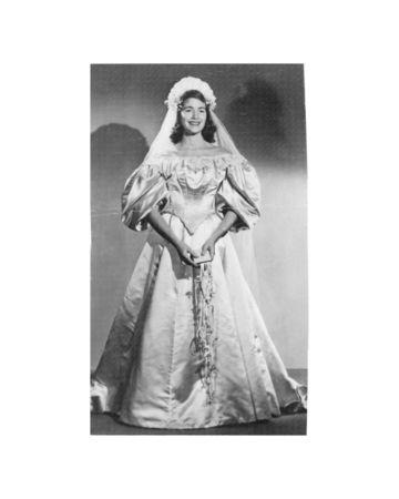11th generation wedding dress 120 years old (2)