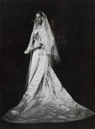 11th generation wedding dress 120 years old (3)