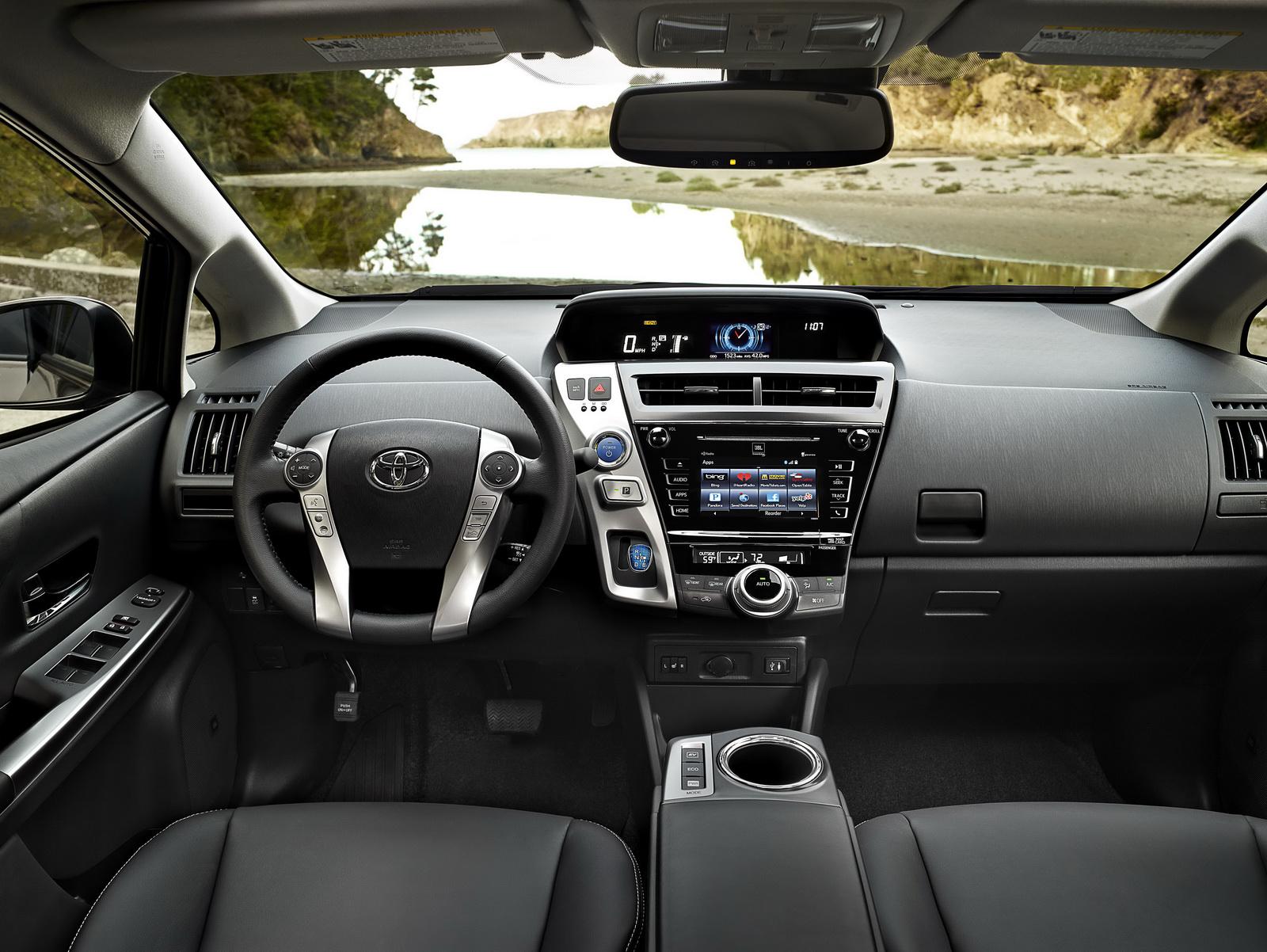 2015-Toyota-Prius-v-10