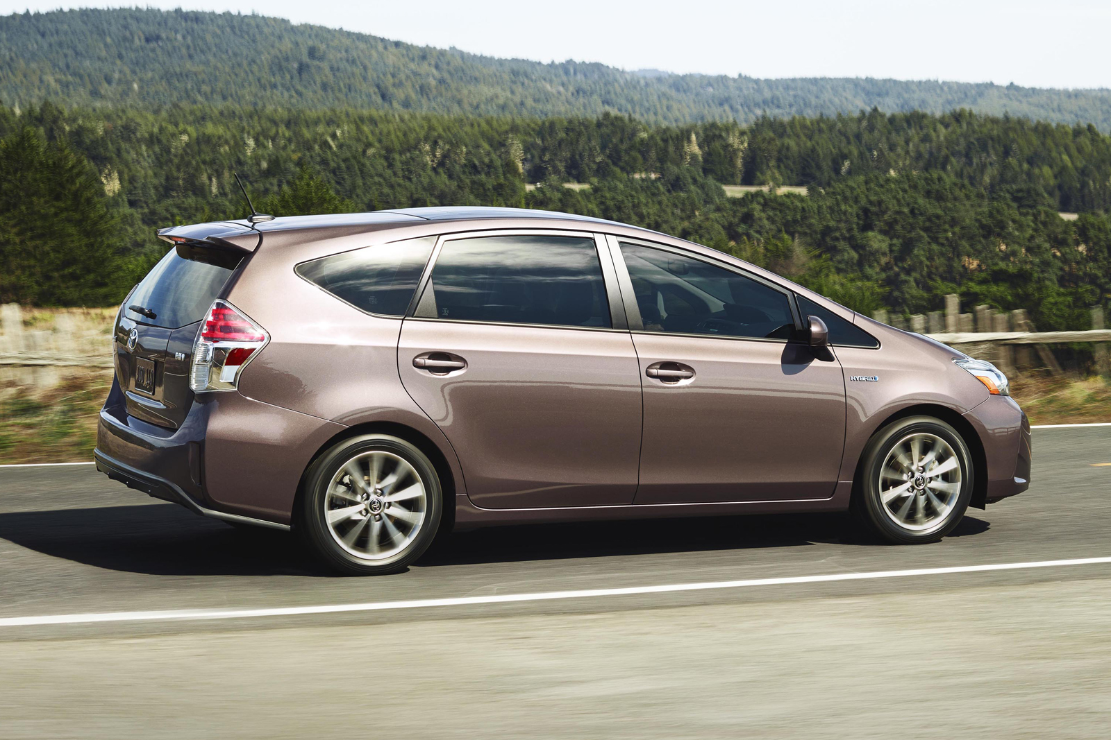 2015-Toyota-Prius-v-5