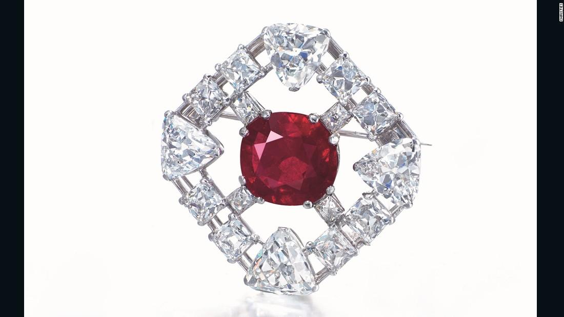 151112150509-joseph-lau-diamond-3-super-169
