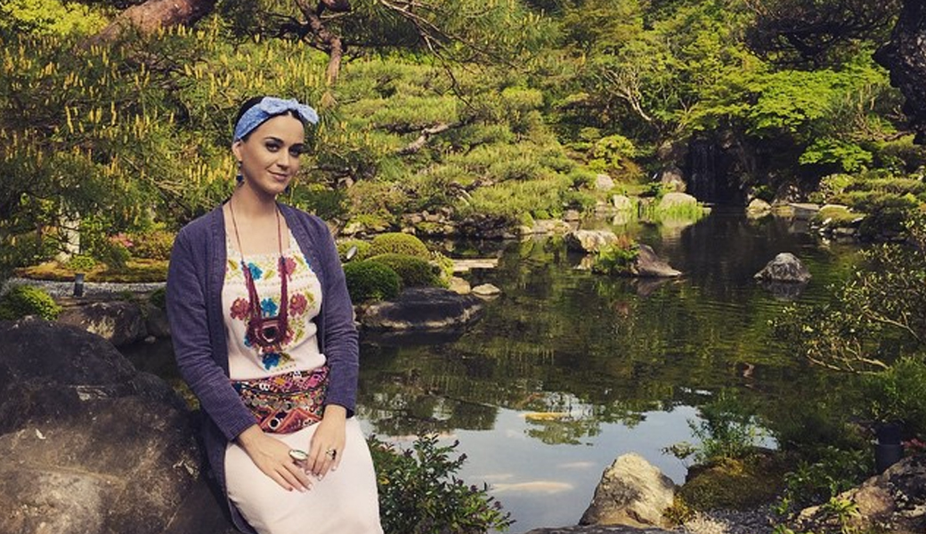 Katy-Perry-and-Orlando-Bloom-take-their-relationship-to-the-next-level-m2woman
