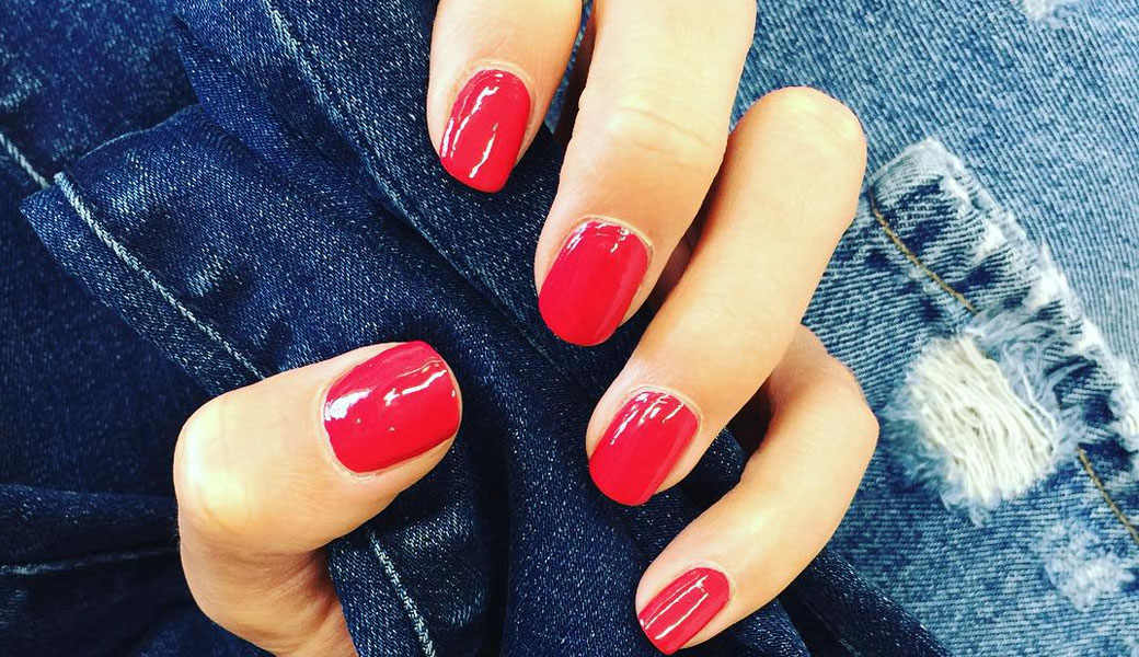 People Are Absolutely Losing Their Minds Over This New Nail Polish Trend