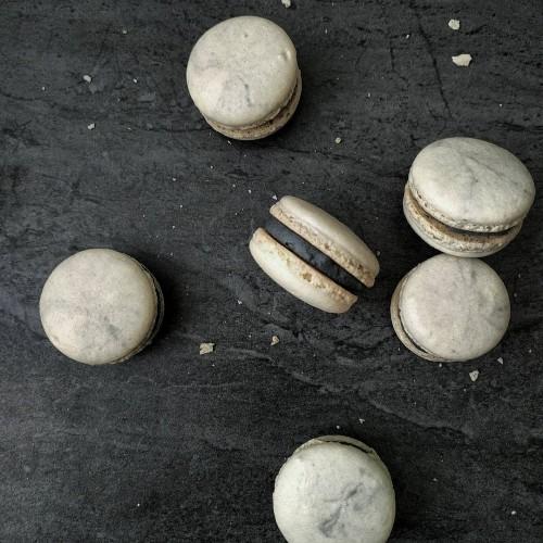 unrulyroses - marble macaroons