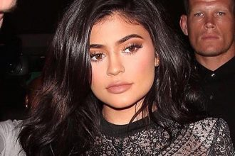 kylie-jenner-naked-m2woman