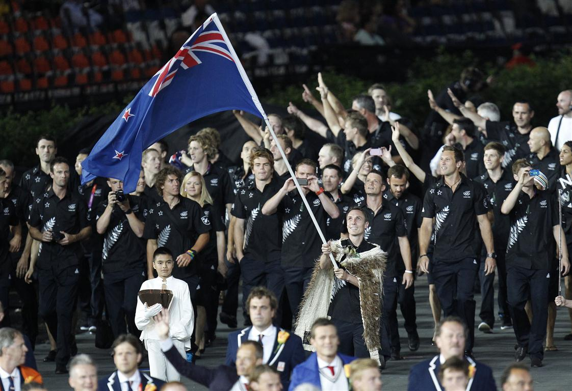 new_zealand_s_flag_bearer_nick_willis_holds_the_na_501336d396