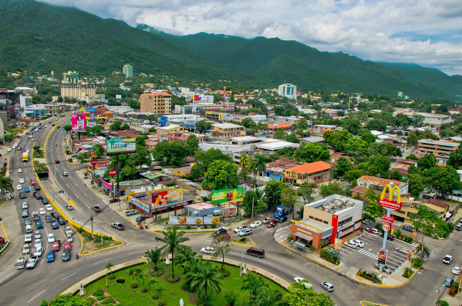 Avenida-Circunvalacion-San-Pedro-Sula-Honduras-A-Good-Base-for-Entering-Honduras