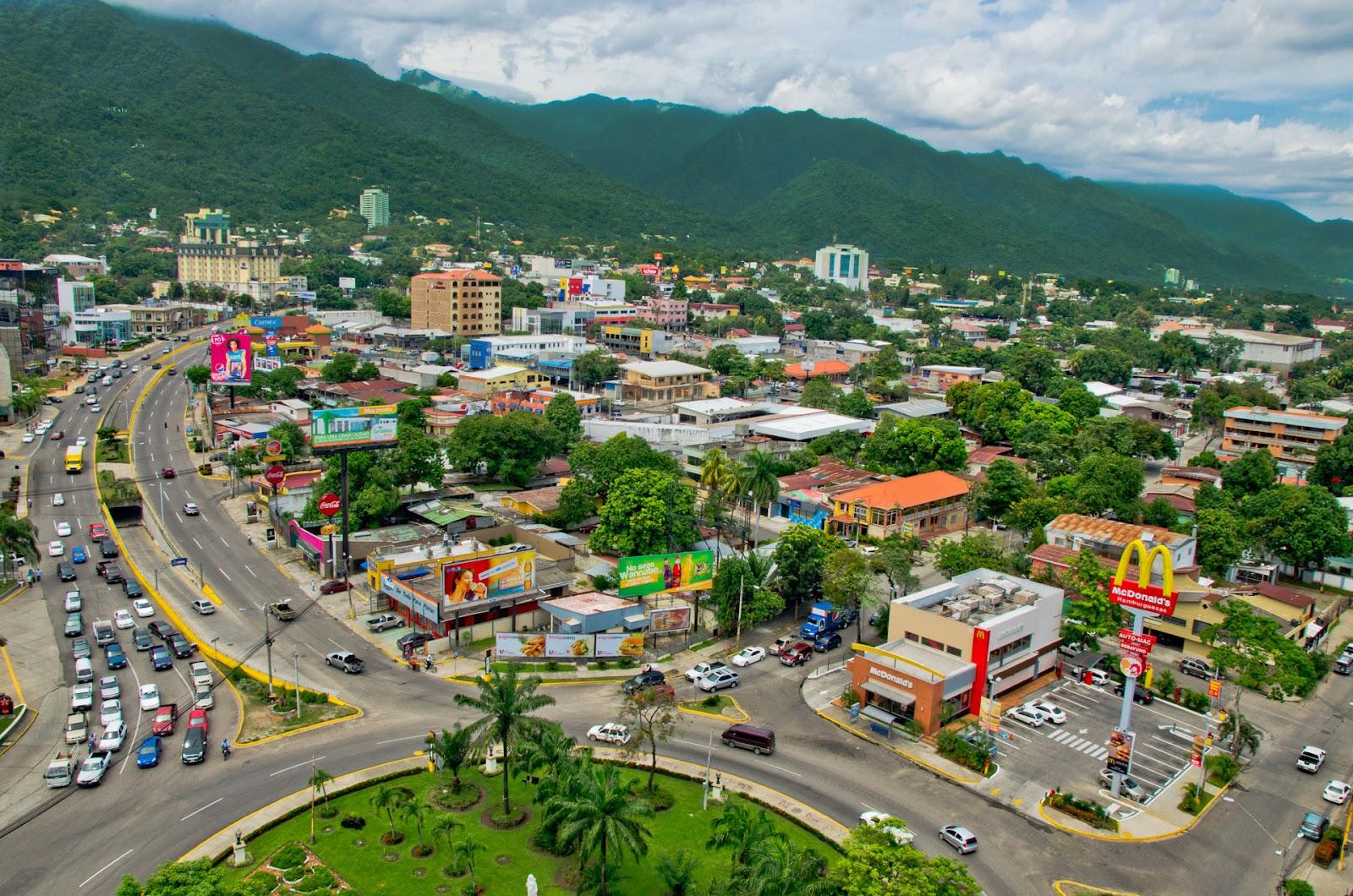 Avenida-Circunvalacion-San-Pedro-Sula-Honduras-A-Good-Base-for-Entering-Honduras