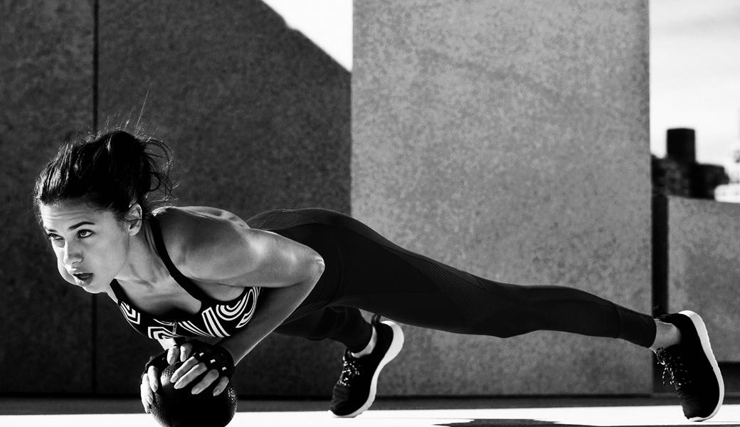 hot-girl-victorias-secret-squatting