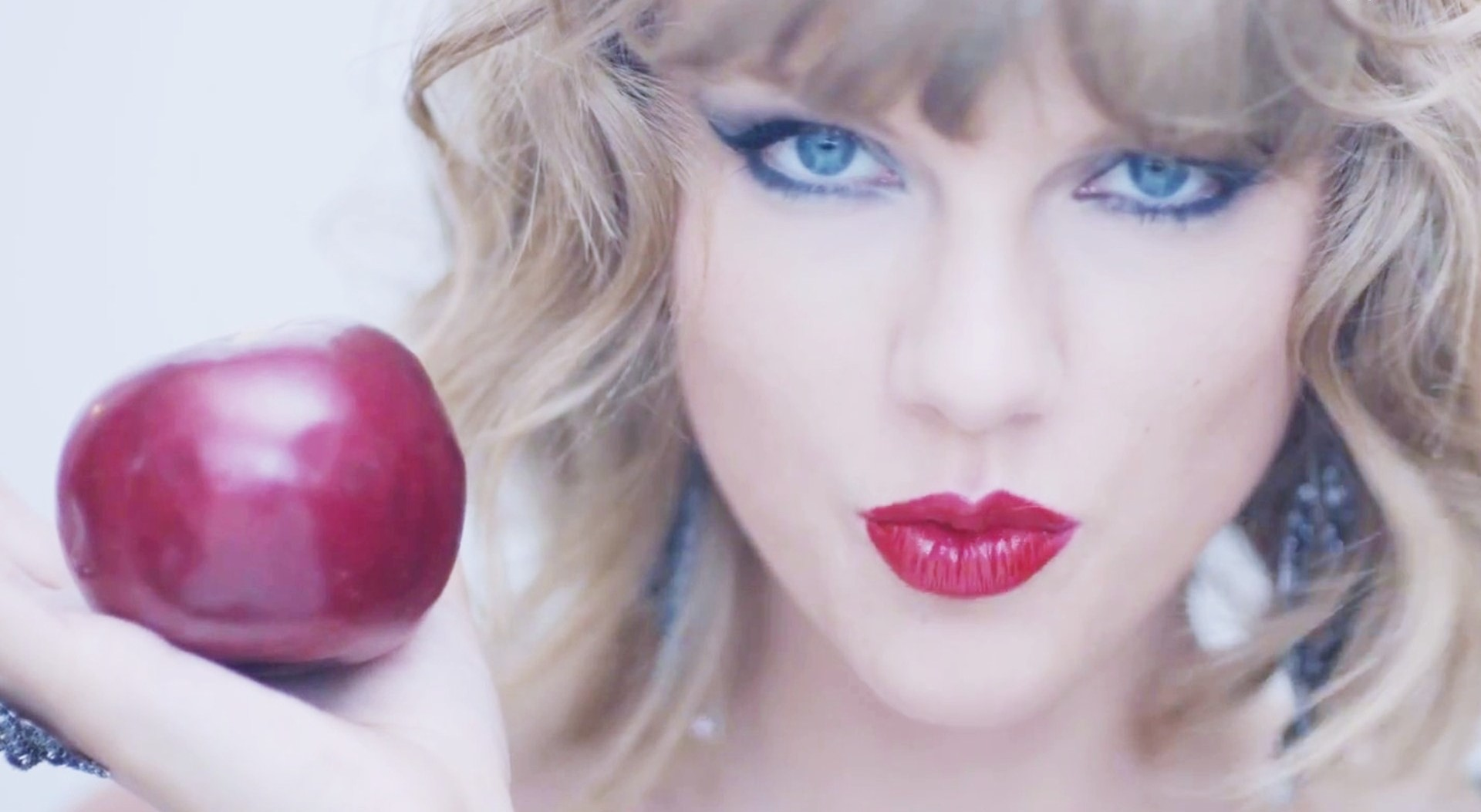 red-lips-and-apple-taylor-swift-wallpaper-7984-2