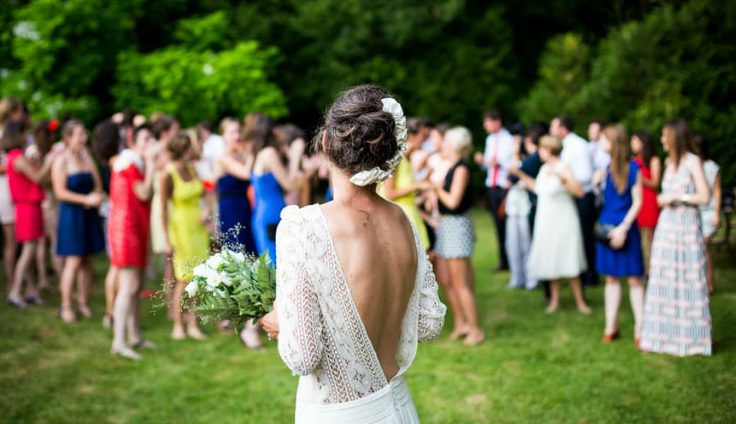 backless-wedding-dress-m2woman