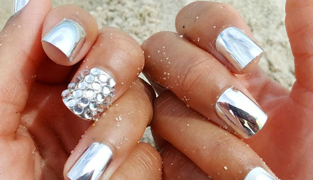 chrome-nails-m2woman