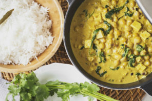 How To Make A Quick And Easy Chickpea, Tofu And Spinach Curry
